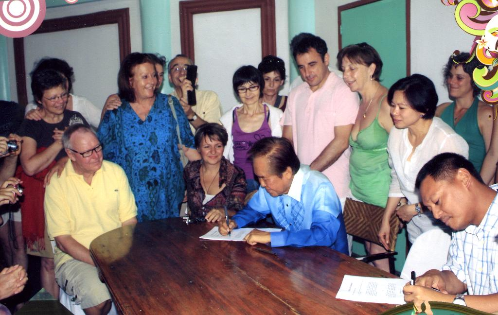 Contract signing 2 april 28 2011
